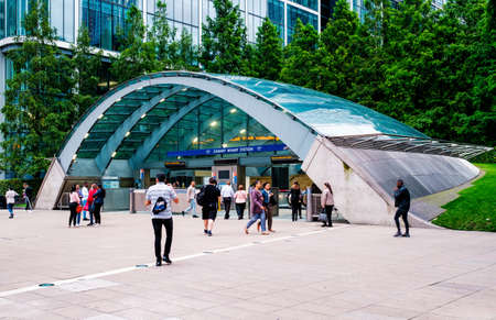 The Canary Wharf undergound station in London Редакционное