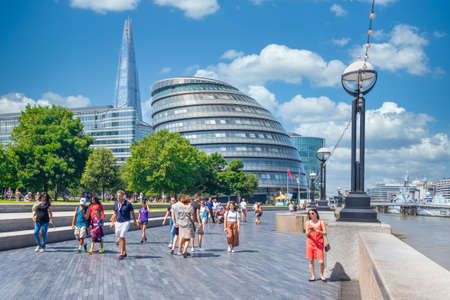 Summer in London with a view of the City Hall and The Shard Редакционное