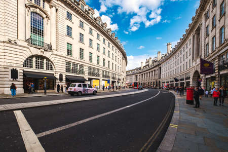 Regent Street, a major shopping street famous for its architecture and its flagship stores Editöryel
