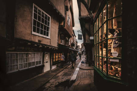 The Shambles, an old street in York with overhanging timber-framed medieval buildings Editöryel