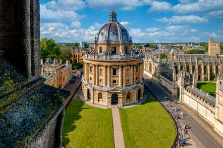 Famous view of the city of Oxford and the Radcliffe Camera, a symbol of the University of Oxford Editöryel