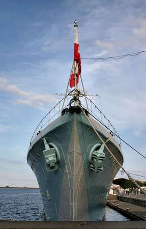 radar gun: Proa de un antiguo barco de batalla