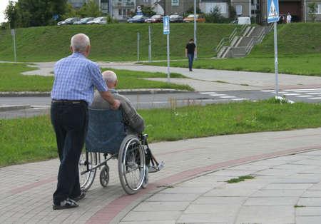 paraplegico: Amigos para siempre, perfecta met�fora de la amistad sin fin