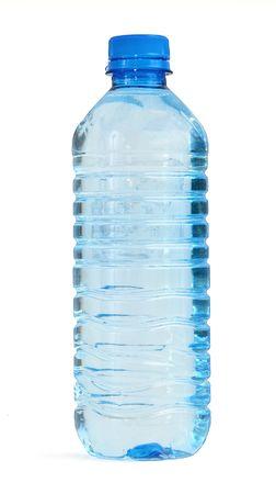 fles met water tegen witte achtergrond, zachte schaduw aan de linker kant
