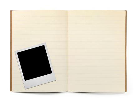 gevoerde werkboek en foto frame op wit, zichtbare schaduw voor