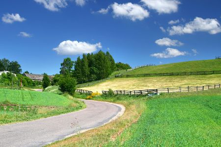 pittoreske landweg en velden