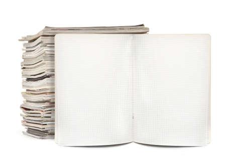 squared Übungsheft und Zeitschriften auf weiß, natürlichen Schatten sichtbar vor
