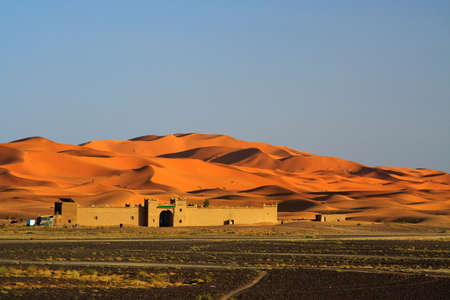 der Tag ist zu Ende am Rande der Sahara-Wüste (Erg Chebbi, Marokko) Lizenzfreie Bilder