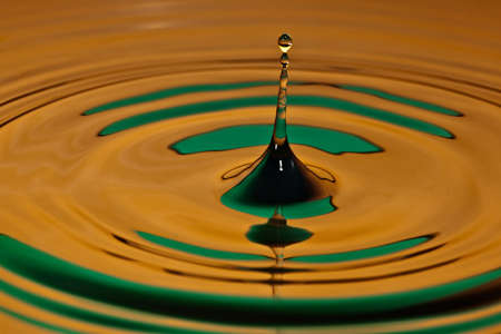 to watersplash: drop bouncing off a water surface