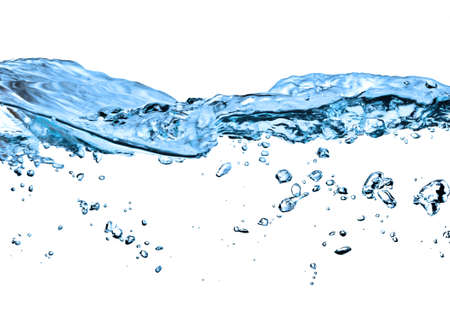 Nahaufnahme der Wasser-Welle gegen weißen Hintergrund