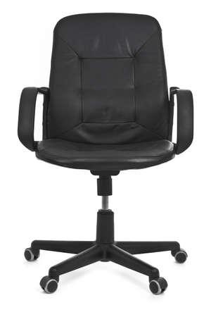 sedia vuota: sedia in pelle su sfondo bianco, la minima ombra naturale sotto di esso