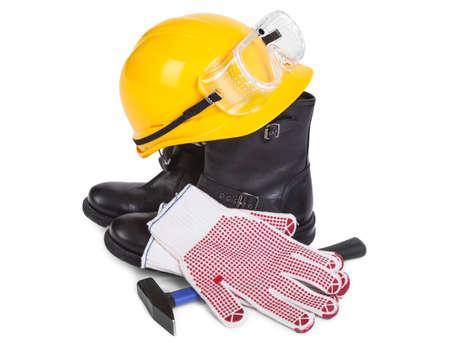 calzado de seguridad: Reparar accesorios en el fondo blanco, sombra natural entre objetos Foto de archivo