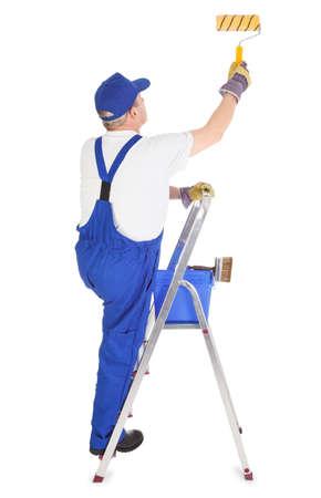 peintre en b�timent: peintre en b�timent sur l'�chelle est la peinture murale invisible Banque d'images