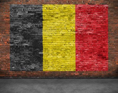 Vlag van België overschilderbaar ouder bakstenen muur Stockfoto