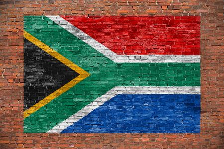 Vlag van de Republiek Zuid-Afrika geschilderd over leeftijd bakstenen muur