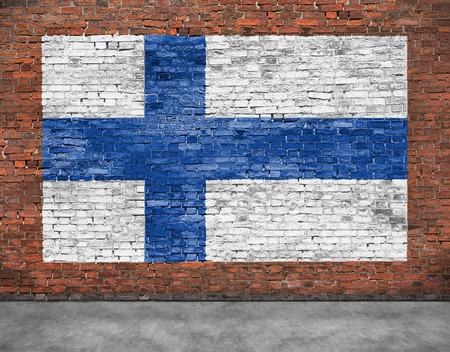 Nationale vlag van Finland geschilderd op oude bakstenen muur