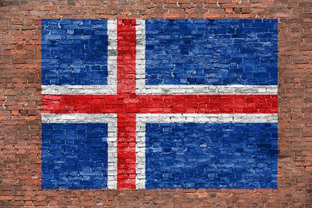 Vlag van IJsland geschilderd over oude bakstenen muur Stockfoto