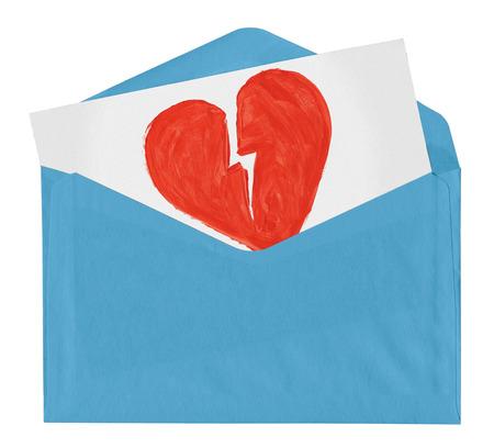 envelop met symbool van de gebroken liefde op een witte achtergrond