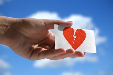 Visitekaartje met symbool van gebroken hart