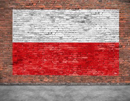 Vlag van Polen geschilderd op oude bakstenen muur