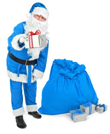 Blauwe Kerstman geeft een heden Stockfoto