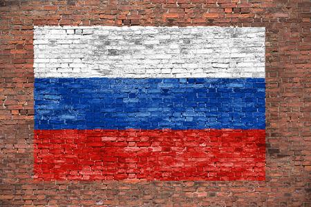 Vlag van Russsia geschilderd over oude bakstenen muur Stockfoto