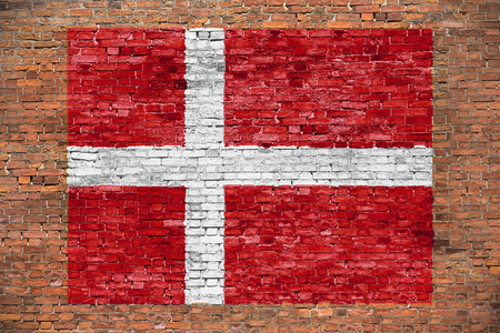 Vlag van Denemarken geschilderd op oude bakstenen muur Stockfoto - 50306643