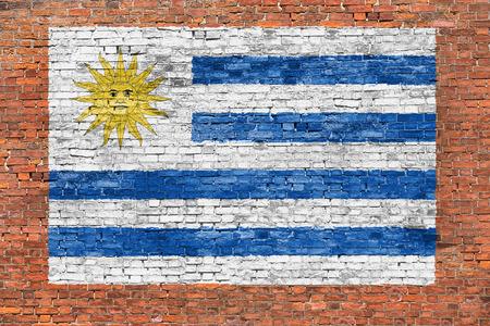 Vlag van Uruguay geschilderd op oude bakstenen muur