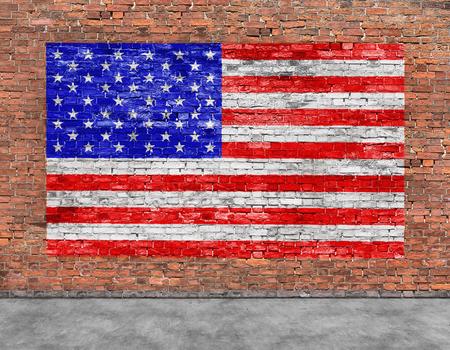 Amerikaanse vlag geschilderd op oude bakstenen muur