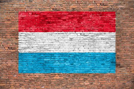 Vlag van Luxemburg geschilderd op bakstenen muur Stockfoto