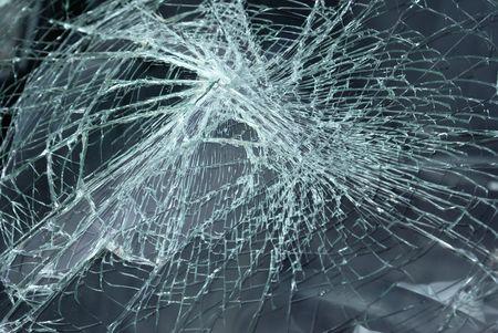 事故で車の壊れたフロント ガラス 写真素材