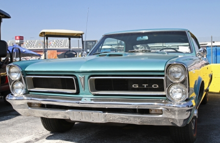 Concord, North Carolina - April 6, 2013:  A 1965 Pontiac GTO automobile on display at the Food Lion Auto Fair classic car show at Charlotte Motor Speedway in Concord, North Carolina. 新聞圖片