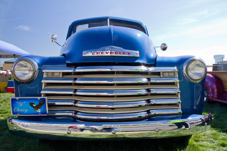 CONCORD NC - APRIL 11 2015:  A 1951 Chevy pick up truck on display at the Charlotte AutoFair classic car show held at Charlotte Motor Speedway. 新聞圖片