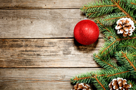 Christmas background. The branch of a Christmas tree and toys Standard-Bild