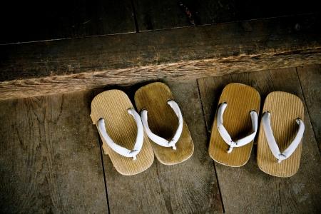 sandalia: Sandalias de madera tradicionales japon�s