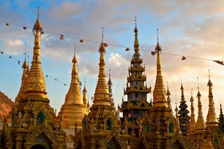 stupas: Stupa d'oro alla Shwedagon Paya, Yangoon, Myanmar