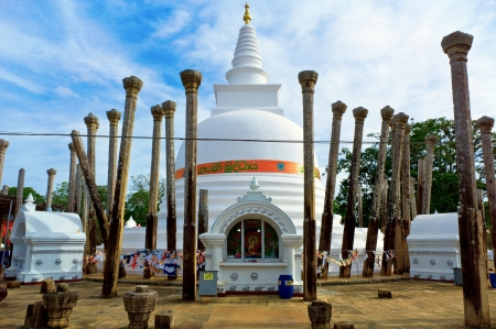 dagoba: Thuparamaya dagoba in Anuradhapura, Sri Lanka