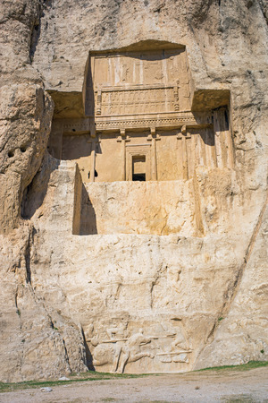 tumbas: Naqsh-e Rustam, tumbas de los reyes aquem�nidas. Pers�polis, Ir�n. Foto de archivo