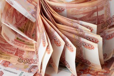 mucho dinero: Paquete de rublos, una gran cantidad de dinero como fondo. Foto de archivo