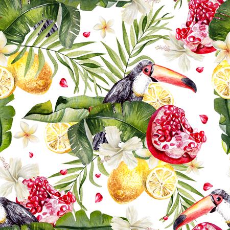 Belle aquarelle transparente fond tropical tropical jungle avec des feuilles de palmier, tukan, fleurs d'hibiscus, citron et grenade fruits. Illustration Banque d'images