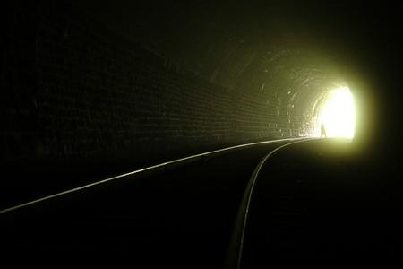 the end: Eine Silhouette in der N�he der Ausfahrt von Eisenbahntunnel  Lizenzfreie Bilder