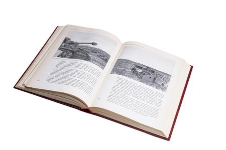 Libro con le foto della seconda guerra mondiale isolato su uno sfondo bianco