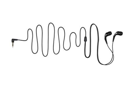 Cuffie con un cavo a forma sinusoidale, isolato su uno sfondo bianco