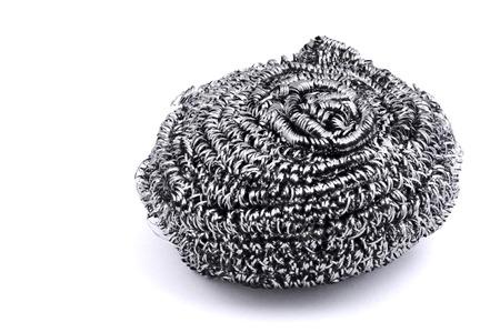 spugna metallo isolato su bianco