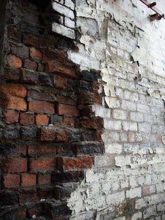 muro rotto: Grande muro rotto con molti mattoni