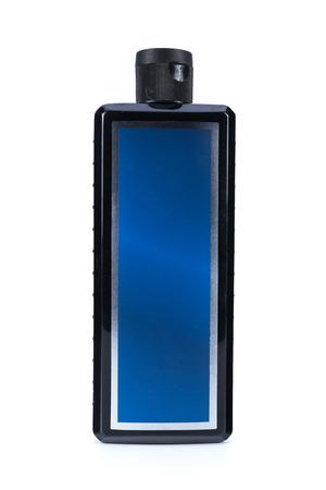 productos de belleza: botella de champú negro para los hombres en el fondo aislado