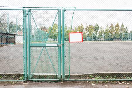 malla metalica: puerta de malla met�lica bloqueado de color verde