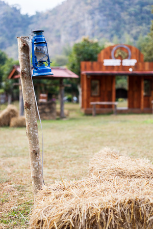 Some resort decorate their place in contry theme. They use old lantern, straw, well and backdrop that relate to cowboy style.