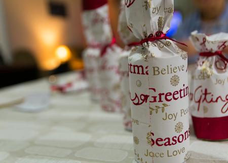 bon: Christmas crackers Bon Bons