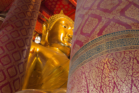 song dynasty: AYUTTHAYA, THAILAND - 16 February, 2015 : The huge Buddha in Wat Phanan Choeng that was founded by the refugee from Song Dynasty. People come to do the merit with the Buddha which called Luang Pho Tho Stock Photo